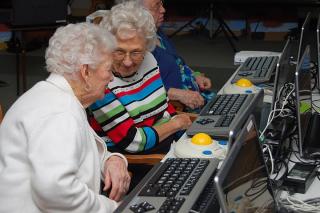 Seniors-Learn-Social-Media